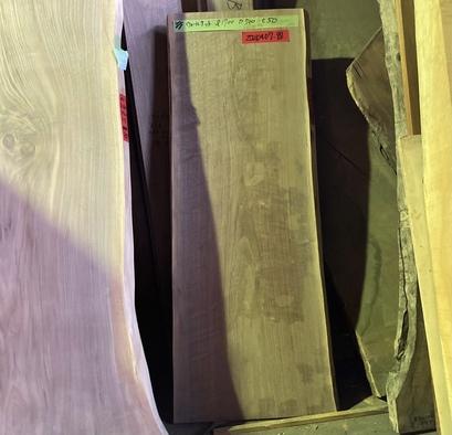 ウォールナット一枚板<br />W1680 D600-690 T50<br />【※完成品shop展示中】<br />20210407-88