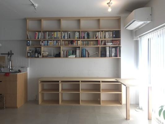 ナチュラルな雰囲気の本棚&デスク